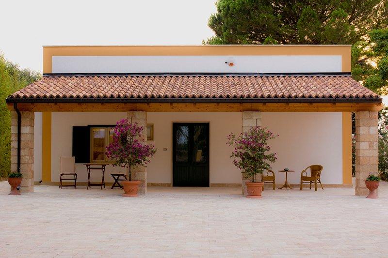 Villa Sirgolino, relax mare e natura nel cuore del Salento!, location de vacances à Cutrofiano