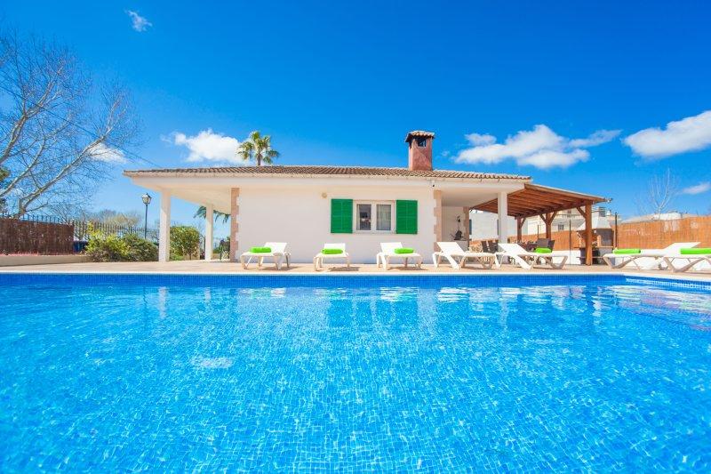 RODRIGUEZ DE LA FUENTE 19 (SIN NOMBRE) - Villa for 10 people in Platges de Muro, casa vacanza a Playa de Muro