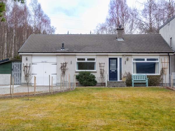 HILLFOOT, ground floor bedroom and bathroom, WiFi, gardens, beautiful, holiday rental in Kincraig