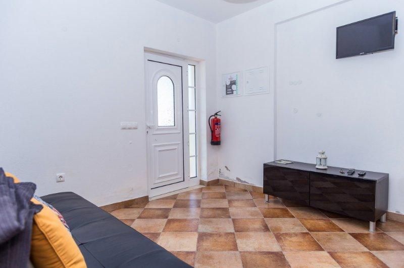Dire Red Apartment, Odeceixe, Algarve, vacation rental in Odeceixe