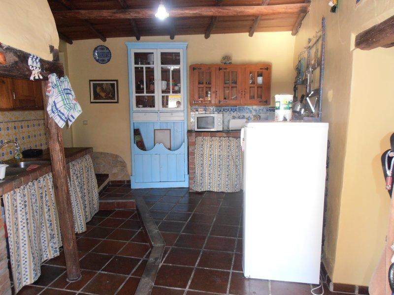 cozinha rústica equipada.