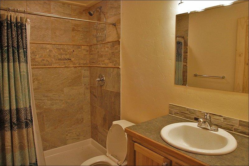 Cuarto de baño, magníficamente restaurado,