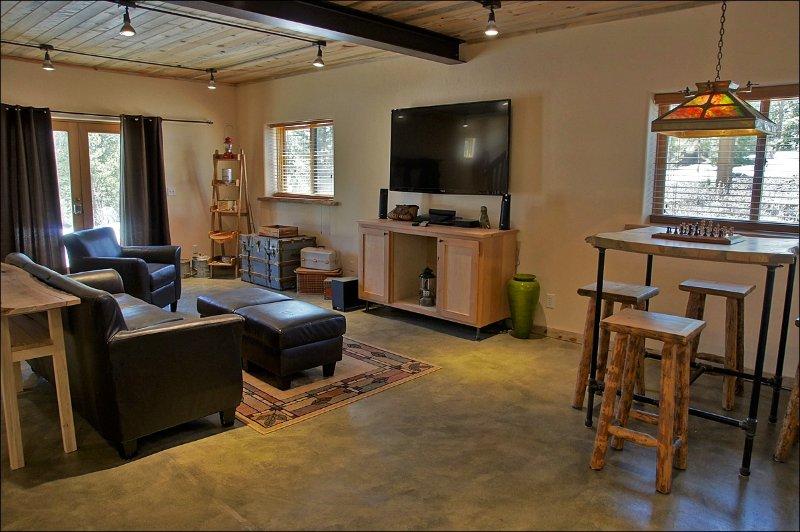 Vista adicional de salas de estar y comedor