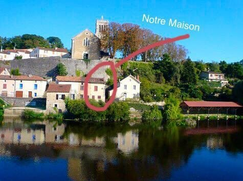 Lovely Riverside Cottage , romantic getaway suits couples or small families., aluguéis de temporada em Usson-du-Poitou