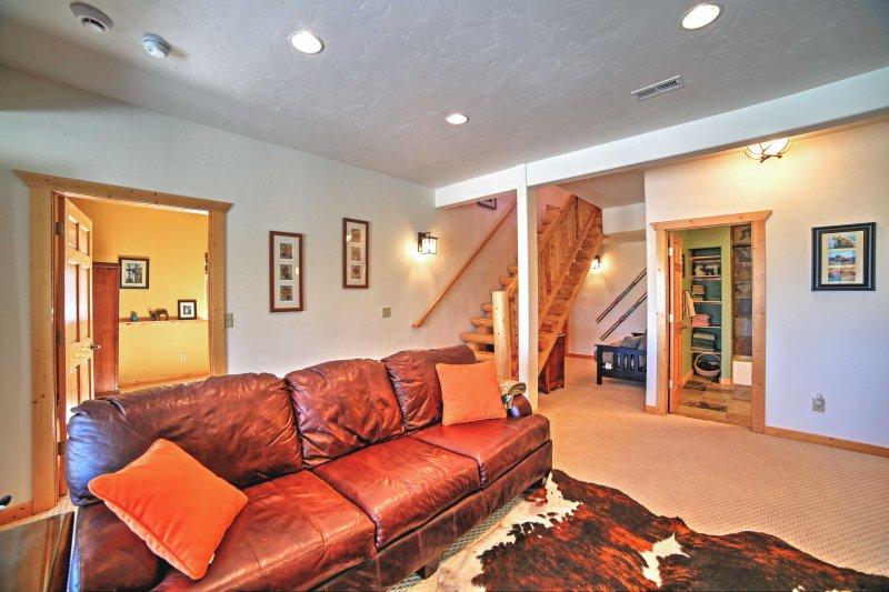 Mit 2 Wohnzimmern, bietet dieses Haus Privatsphäre für jedermann in der Gruppe.