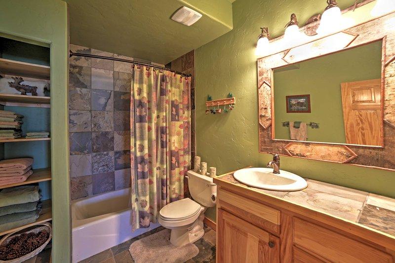 Sie werden besonders sauber fühlen, nachdem in diesem unberührten Bad aufzufrischen.