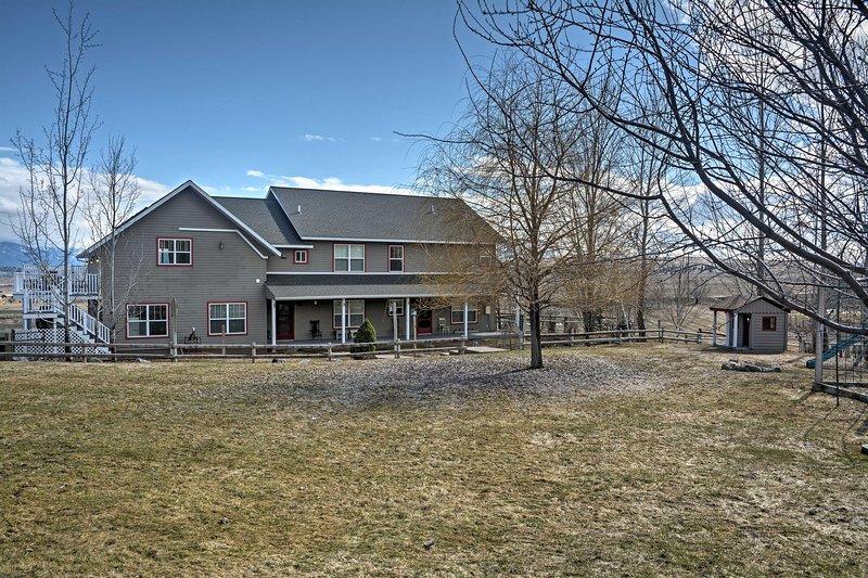 ¡Experimenta todo lo que Flathead Valley tiene para ofrecer desde esta casa de 5 camas y 4 baños!