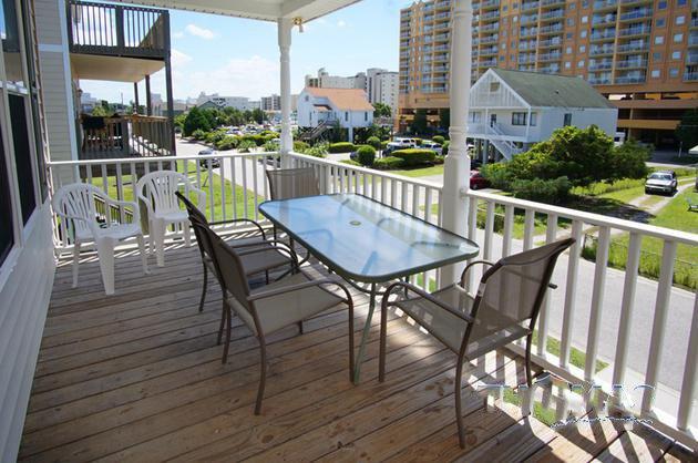 Balcony,Patio,Banister,Handrail,Deck