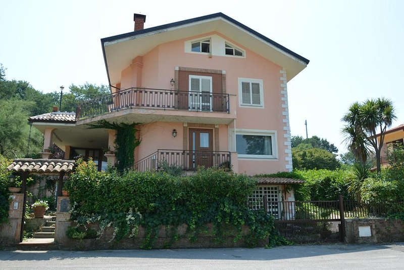 Alto giardino vacanze, holiday rental in San Potito Ultra