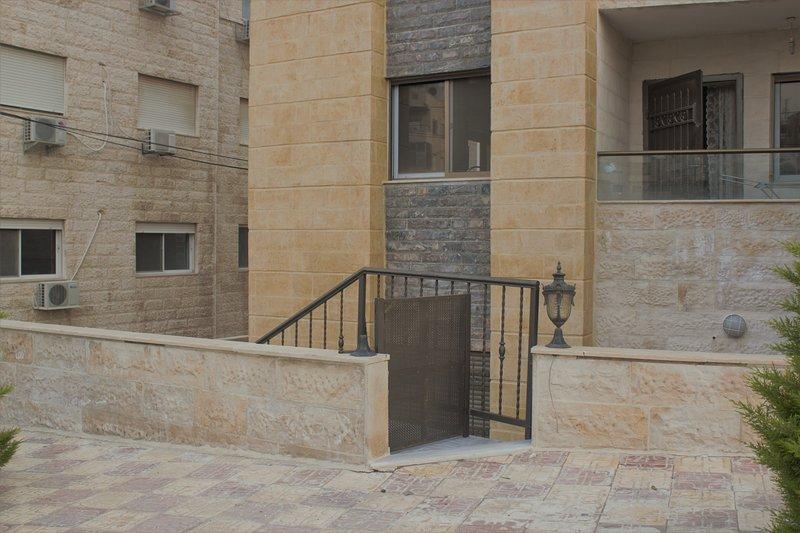Cozy & Elegant, holiday rental in Ar-Rusaifa