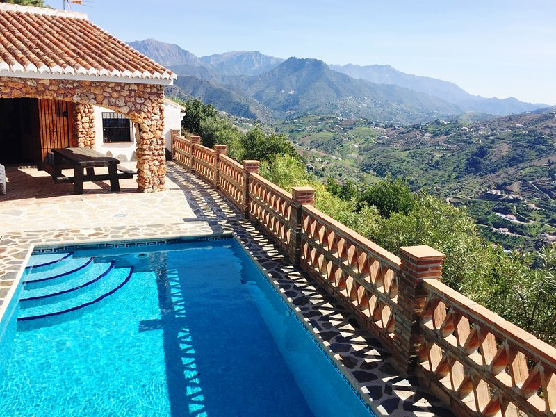 Finca Tarabita con piscina privada, holiday rental in Competa