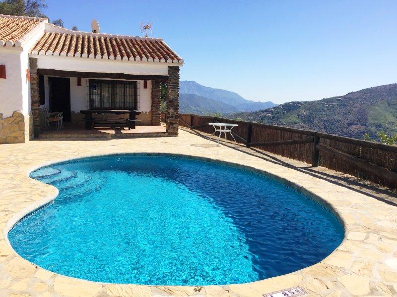 Finca Hornillo con piscina privada, vacation rental in Competa