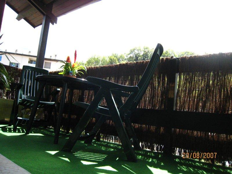 Petit Duplex terrasse plein Sud vue Vercors dernier étage proximité GRENOBLE, casa vacanza a Laffrey