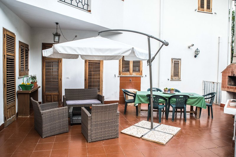 Spacious apartment near the beach, location de vacances à Sferracavallo