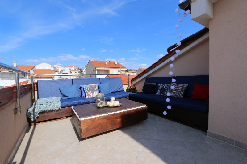 Rooftop Apartment. Novalja, holiday rental in Island of Pag
