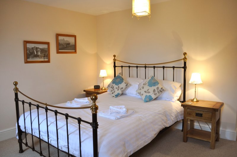 Lobster Pot Cottage, Whitby, sleeps 6 with parking, holiday rental in Scarborough District