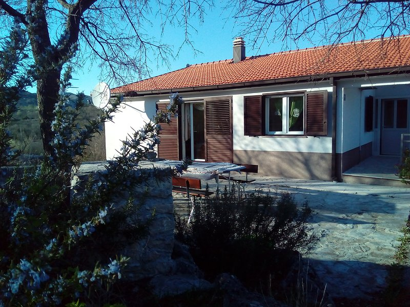 House with 3 beedrooms,6+2,and outdoor fireplace and tarace,two bathrooms,outdoor fireplace,terace,p