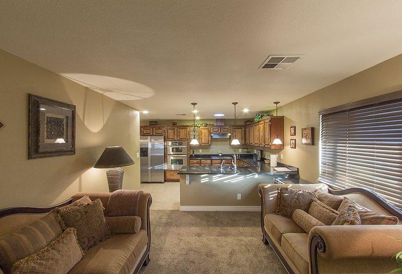 Formale soggiorno e cucina aperta di intrattenitore