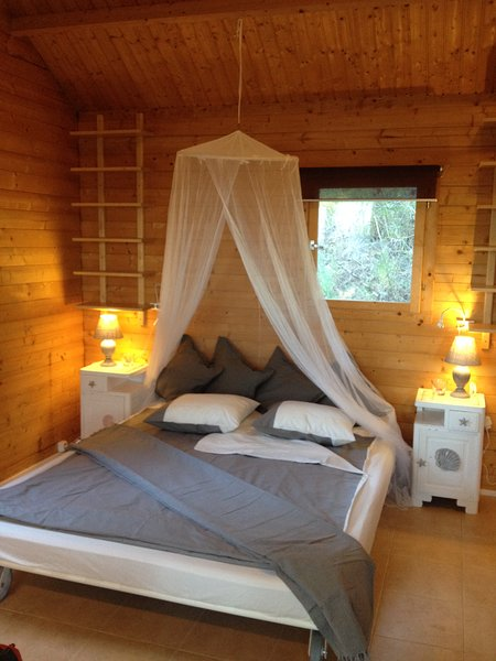 Little Chalet on a Quinta located in the nature close to beach and downtown, holiday rental in Sesimbra