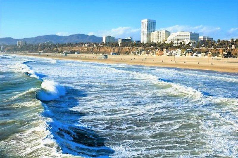 Pacific Ocean at Santa Monica Down Town