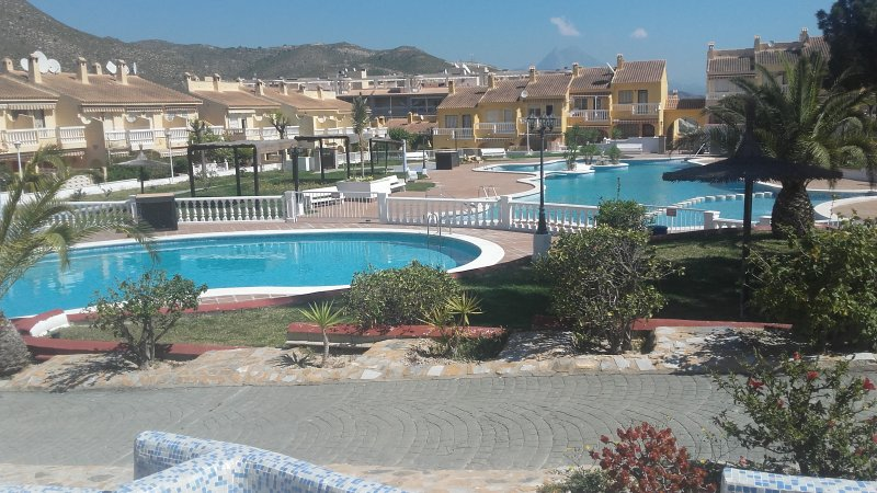 Welcome to El Poblet, No.27.You have found us. Book it NOW, holiday rental in Campello