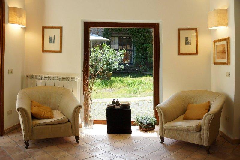Beautiful apartment with garden, vakantiewoning in Cura di Vetralla