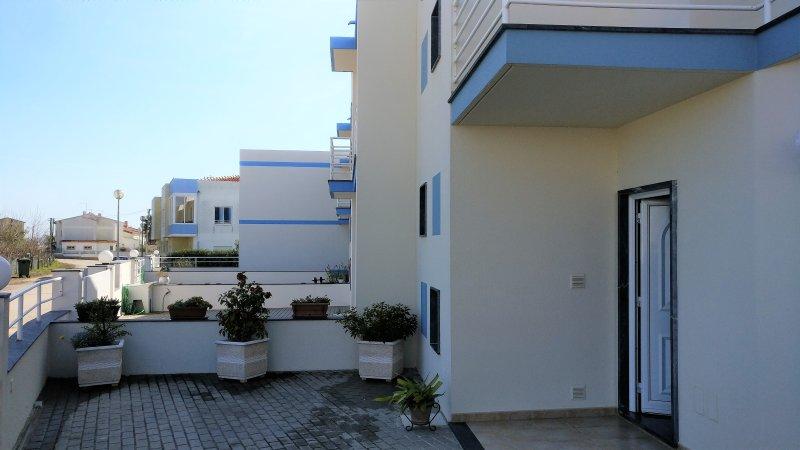 Nice house with garden & terrace, location de vacances à Lourinha