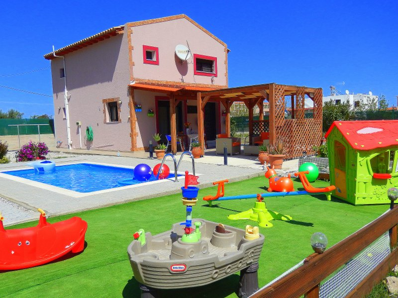 Stergios Villa With Private Pool Peaceful Location, holiday rental in Kolimbia
