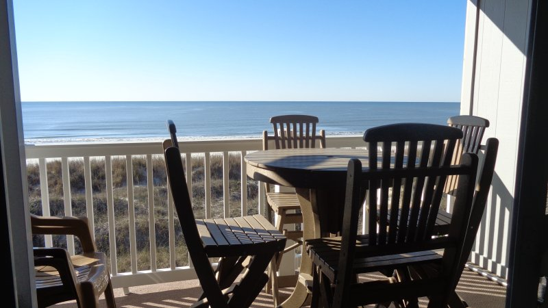 Extra height table and chairs on balcony for easier enjoyment of view. Great for sunrise/sunset
