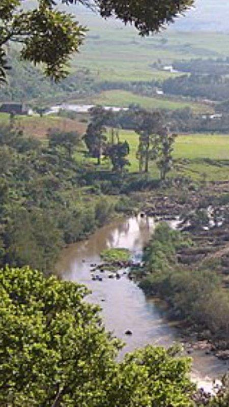 Dalla cresta guardando verso il basso fiume