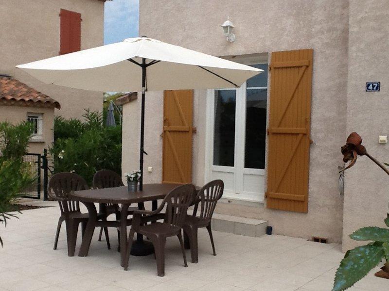 Maison  2 CH et jardin dans résidence sécurisée avec piscine, location de vacances à Gard