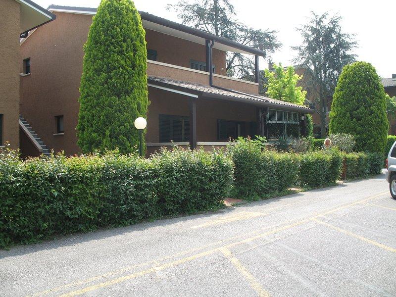 Appartamento Bilocale a Sirmione località Punta Grò in splendido Residence, holiday rental in Sirmione