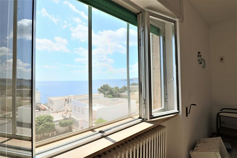 Holiday home in santa Cesarea Terme with large terrace and sea view, alquiler vacacional en Porto Badisco