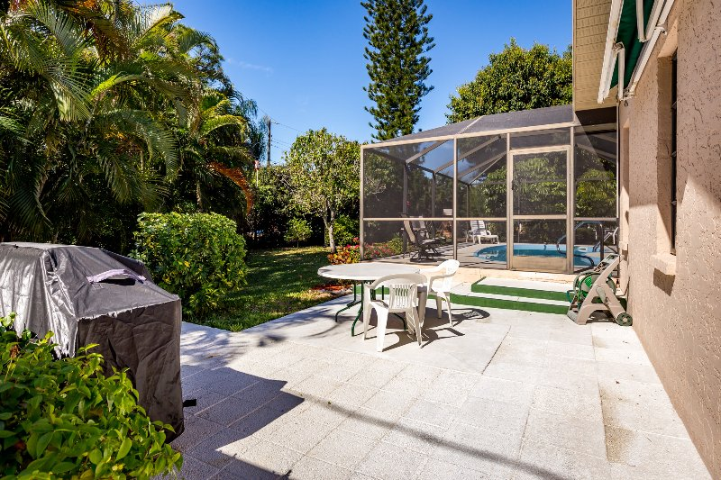 Área de barbacoa al aire libre y patio privado
