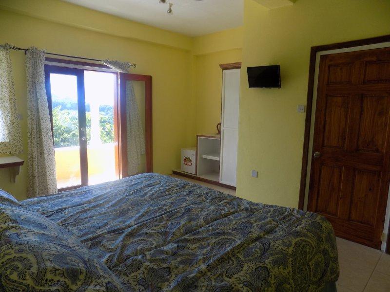 TROPICAL PARADISE VIEW ( sugar apple room #5), casa vacanza a Anse La Raye