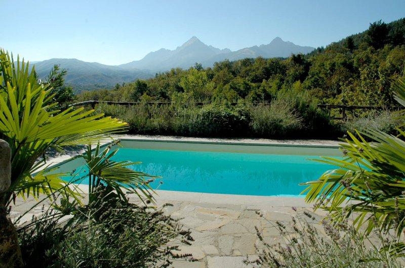 Vista de los Alpes Apuanos de la terraza de la piscina.
