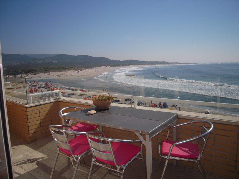 Front de mer : très bel appartement avec balcon et grande terrasse, location de vacances à Vila Praia de Ancora