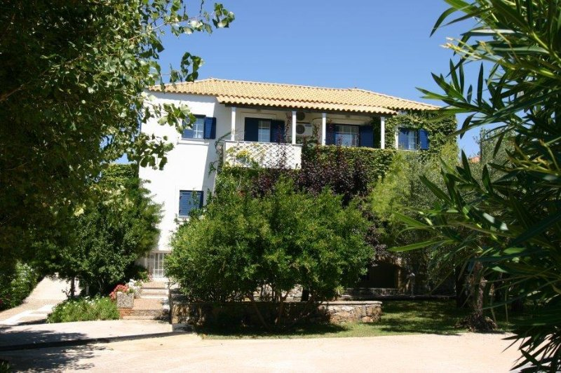GREECE - Six (6) lovely self-catering apartments only 5 min away from Stoupa, aluguéis de temporada em Lefktro