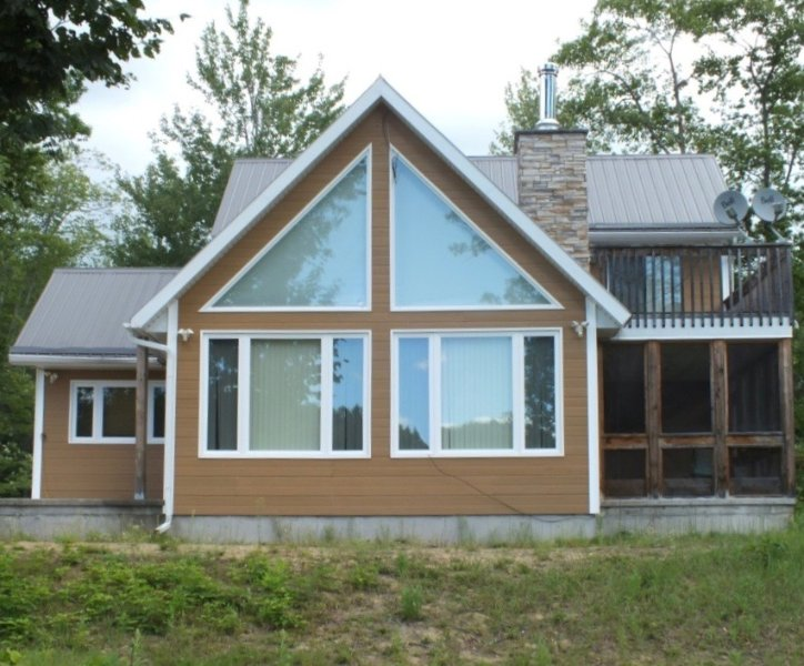Fun and family friendly cottage for the outdoorsy and city folk alike on the beautiful Ottawa river.