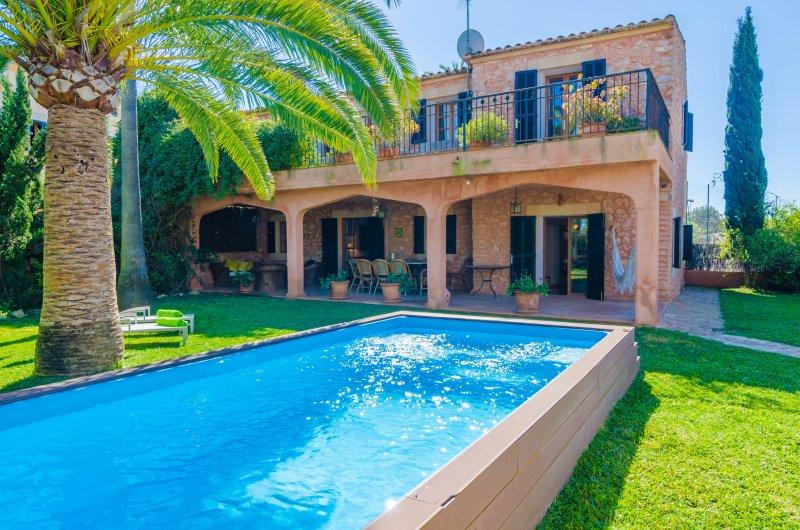 GRAN LLOMBARDS - Villa for 6 people in Es Llombards (Santanyí), holiday rental in Es Llombards