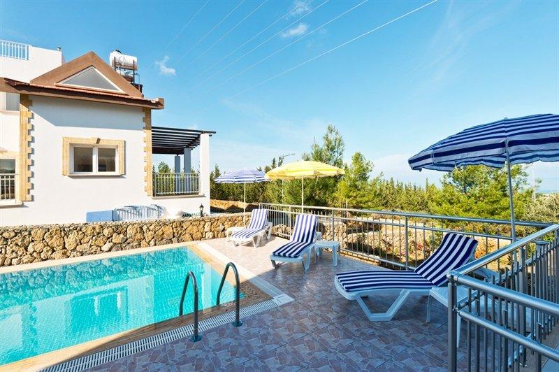 4 bedroom villa with private pool in Çatalköy, aluguéis de temporada em Bellapais
