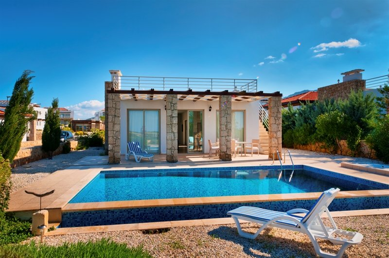 Stunning sea views, sea front villa, alquiler vacacional en Davlos