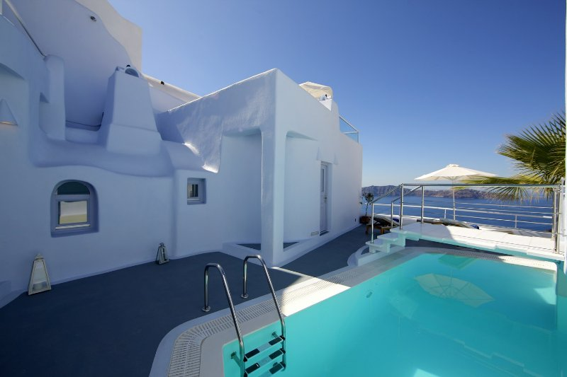 BlueVillas | Villa Rosa | Private pool with volcano view close to Fira Town, holiday rental in Firostefani