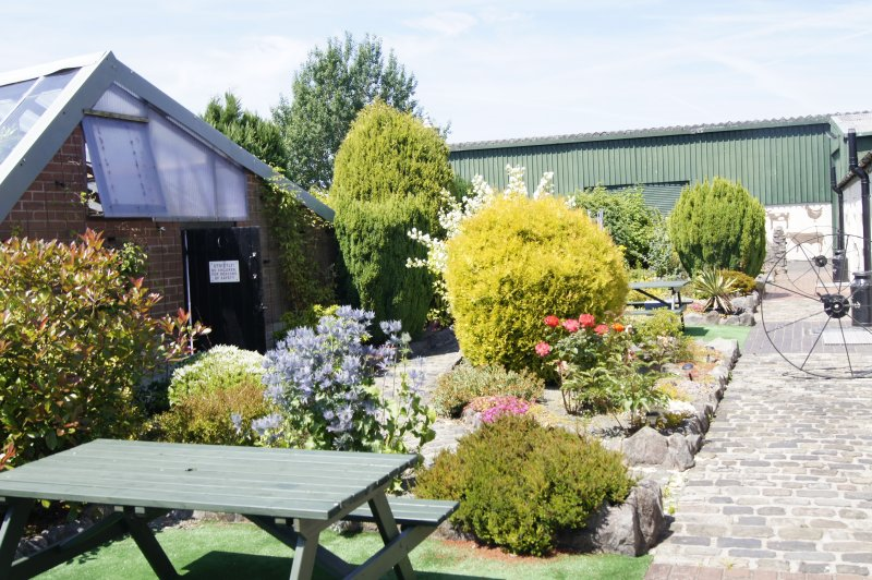 Birchenfields Farmf Flexible self catering accommodation for up to 12 persons, vacation rental in Cheadle