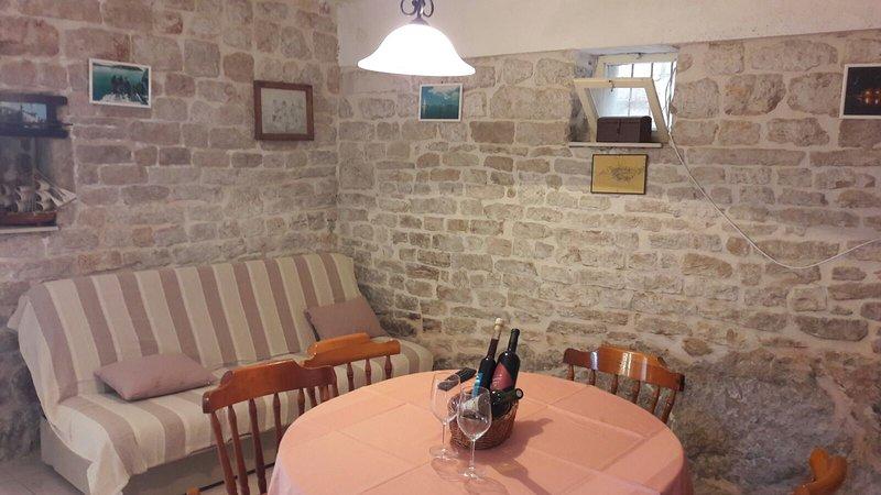 cosy stone house 2-5, location de vacances à Zlarin Island