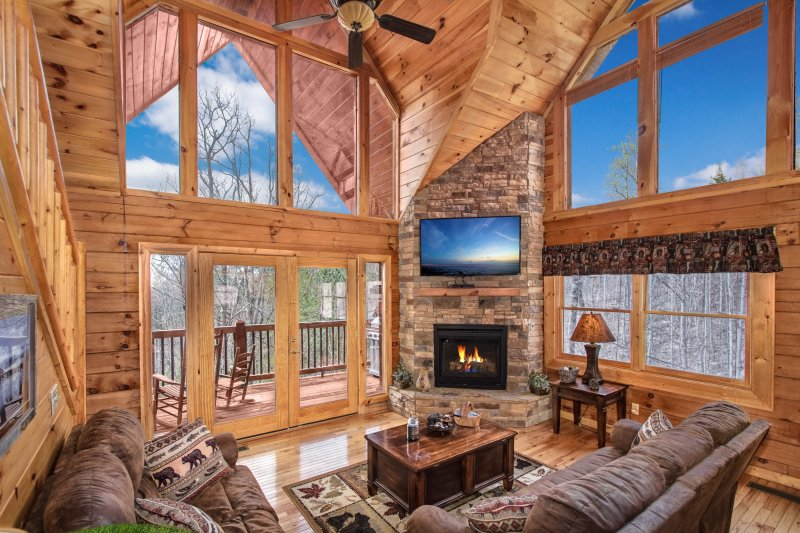 AMAZING MOUNTAINS AND VALLEY VIEW! LUXURY 3/3 CABIN ALL KING SIZE BEDS, vacation rental in Pigeon Forge