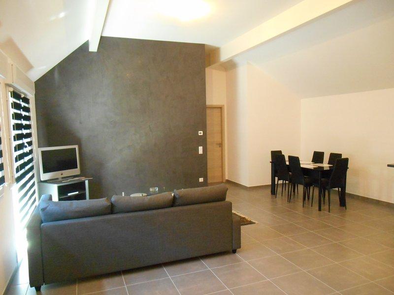 Lounge, dining area.