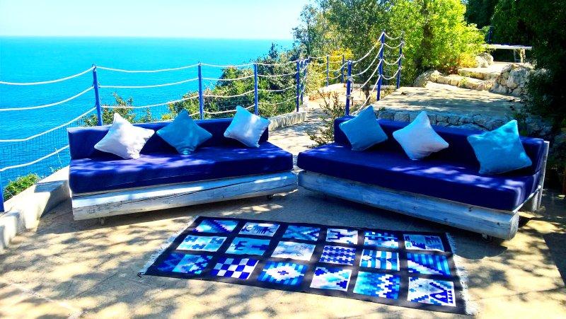 THE  BLUE VILLA ON THE SEA IN A AMAZING CREEK, holiday rental in Marina Serra