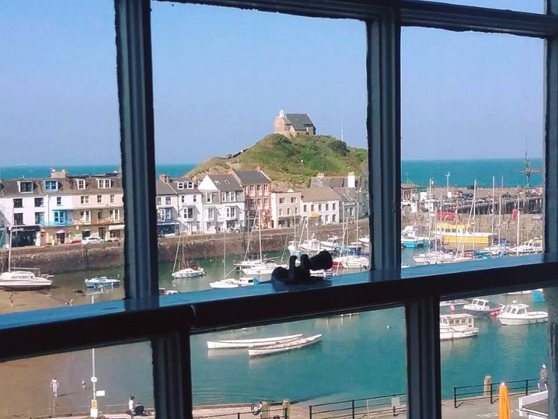 Four Poster Bed and Sea Views!! Exmouth Apartment. The Admirals House Ilfracombe, holiday rental in Ilfracombe