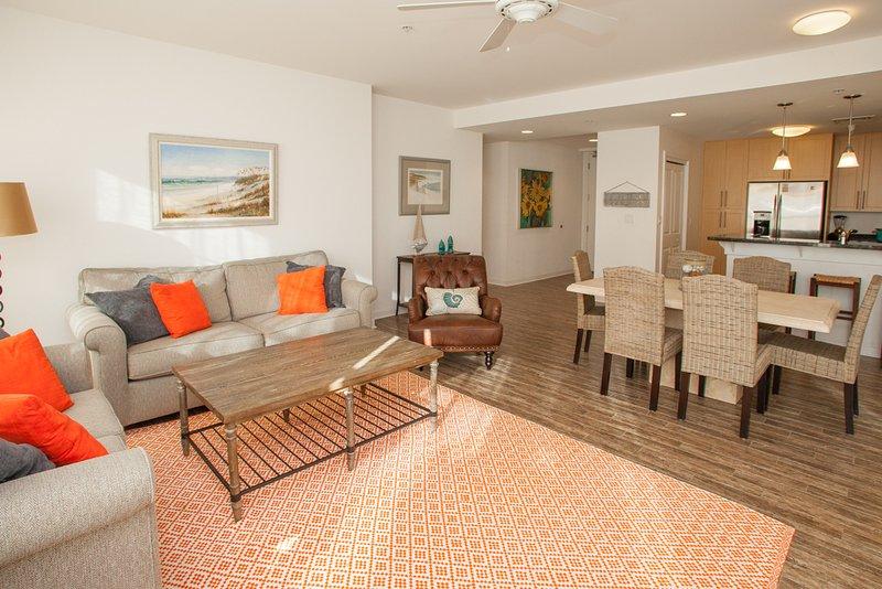 Couch, Mobilio, Ambientazione interna, Camera, Piano